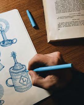 Registro fotográfico de uma mão pintando
